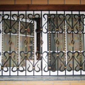 Кованые оконные решетки Кованая решетка на двойное окно Арт. Р-002 Norkovka