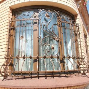 Кованые оконные решетки Выпуклая кованая решетка для окон Арт. Р-015 Norkovka