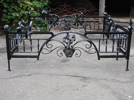 Кованые оградки Кованая ограда с цветами на могилу Арт 9 Norkovka